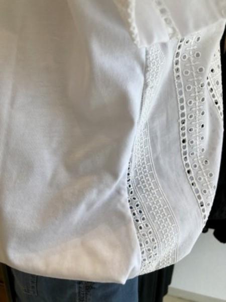 ブラウス感覚のお洒落レースTシャツ♪(MARELLA)