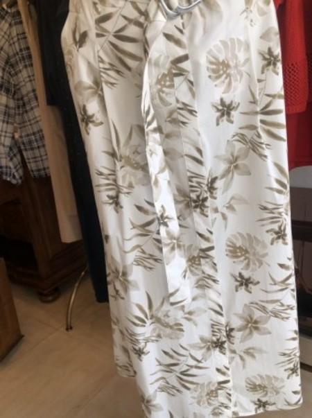 爽やか素材と柄のスカート(MARELLA)