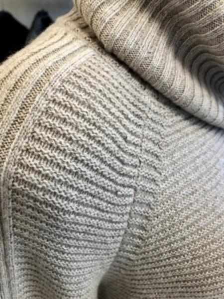スヌード付きラメ入りセーター(MARELLAマレーラ)