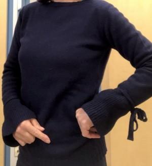 袖がポイントのシンプルセーター(IBLUES)